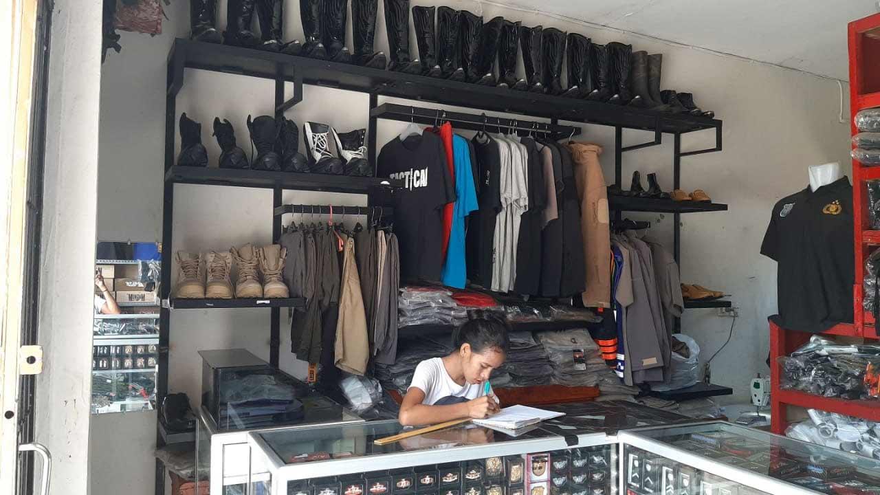 toko perelngkapan dinas kupang 3