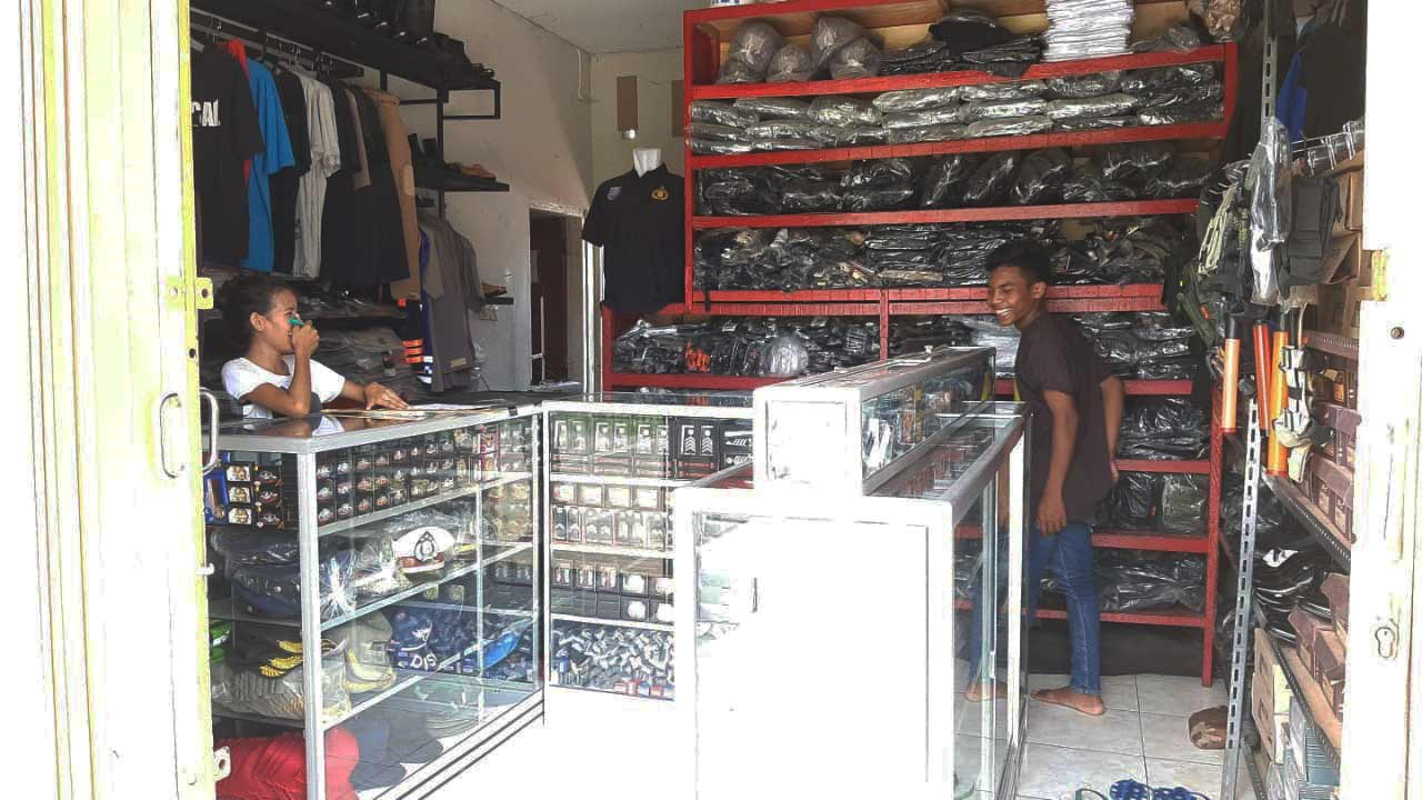 toko perelngkapan dinas kupang 6