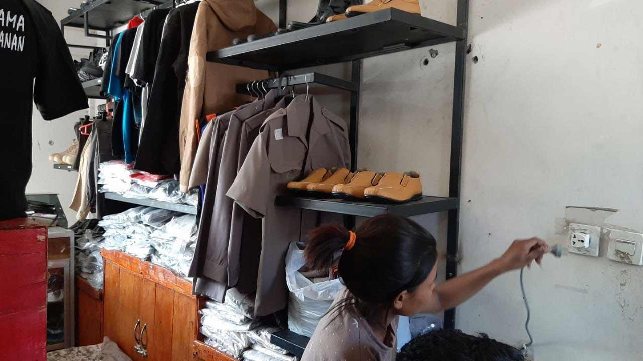 toko perelngkapan dinas kupang 8